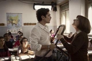 Il rosso e il blu: Riccardo Scamarcio in una scena del film discute con un'insegnante