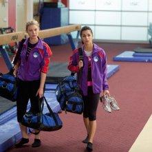 Make it or Break it: Ayla Kell e Josie Loren in una scena dell'episodio Smells Like Winner