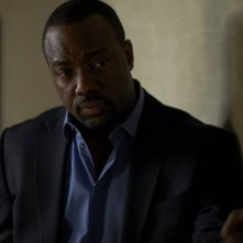 Alphas: Malik Yoba nell'episodio Wake-Up Call