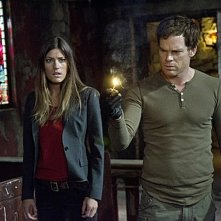 Dexter: Michael C. Hall e Jennifer Carpenter in una scena della premiere della stagione 7
