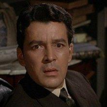 Il mistero del castello: Edward de Souza in una scena del film