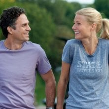 Mark Ruffalo e Gwyneth Paltrow si sorridono nella prima immagine di Thanks For Sharing - Tentazioni Irresistibili