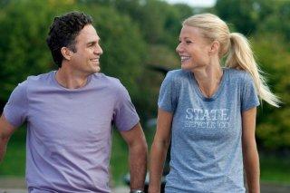 Mark Ruffalo e Gwyneth Paltrow si sorridono nella prima immagine di Thanks For Sharing - Tentazioni Irresistibili