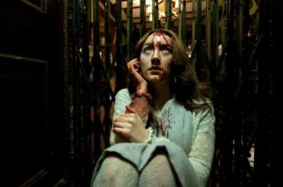 Saoirse Ronan insanguinata in una scena del vampire movie Byzantium