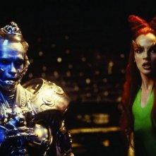 Batman & Robin: Arnold Schwarzenegger ed Uma Thurman in una scena del film