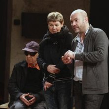 Sur un fil: il regista Simon Brook sul set del film, insieme al suo celebre padre Peter Brook, grande autore di teatro