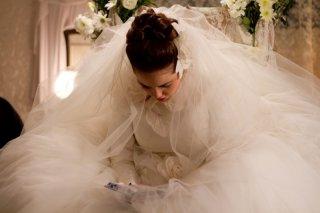 Fill the Void: Hadas Yaron in abito da sposa in una scena tratta dal film
