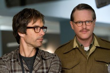 Perception: Eric McCormack e Cary Elwes in una scena dell'episodio Cipher