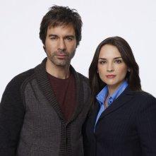 Perception: Eric McCormack e Rachael Leigh Cook in una foto promozionale della serie