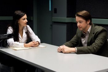 Perception: Rachael Leigh Cook in una scena dell'episodio The Messenger