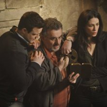 Warehouse 13: Eddie McClintock, Saul Rubinek e Joanne Kelly nell'episodio A New Hope