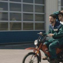 Mobile Home: Arthur Dupont e Guillaume Gouix in moto in una scena del film