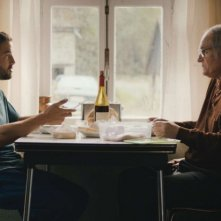 Mobile Home: Guillaume Gouix in una scena del film con Jean-Paul Bonnaire