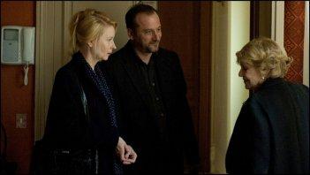 Une Estonienne à Paris: Laine Mägi in una scena del film insieme a Patrick Pineau e Jeanne Moreau