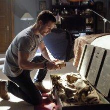 Arrow: Stephen Amell in una scena del pilot della serie CW