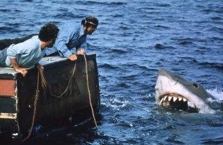 Lo squalo: Richard Dreyfuss e Robert Shaw davanti alla terrificante creatura