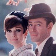 Peter O'Toole con Audrey Hepburn in una foto di 'Come rubare un milione di dollari e vivere felici'