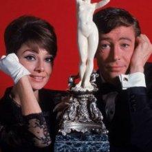 Peter O'Toole con Audrey Hepburn in una foto promo di 'Come rubare un milione di dollari e vivere felici'