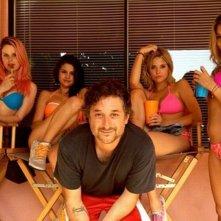 Spring Breakers: il regista Harmony Korine sul set con Rachel Korine, Ashley Benson, Vanessa Hudgens e Selena Gomez