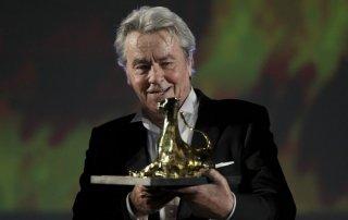 Alain Delon ritira il Lifetime Achievement Award, premio alla carriera, a Locarno