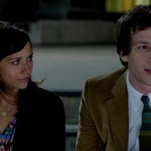 Celeste and Jesse Forever: Andy Samberg con Rashida Jones in una scena
