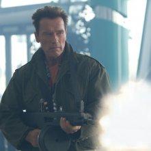 I mercenari 2: Arnold Schwarzenegger in una scena d'azione del film
