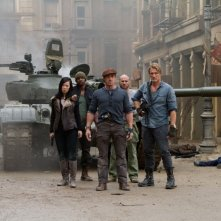I mercenari 2: Sylvester Stallone, Yu Nan, Dolph Lundgren, Randy Couture e Terry Crews in una scena