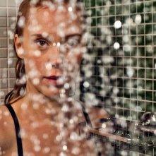 Betrayal: Franziska Petri sotto la doccia in una scena