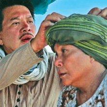 Thy Womb: il regista Brillante Mendoza insieme alla protagonista Nora Aunor sul set del film