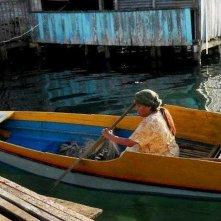 Thy Womb: Nora Aunor in una scena del film sulla sua barca