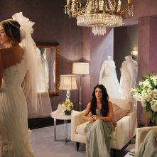 90210: AnnaLynne McCord, Shenae Grimes e Jessica Stroup in una scena dell'episodio Bride and Prejudice