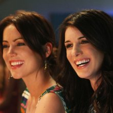 90210: Jessica Stroup e Shenae Grimes nell'episodio A Tale of Two Parties
