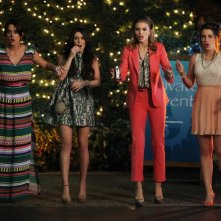 90210: Jessica Stroup, Shenae Grimes, AnnaLynne McCord e Jessica Lowndes nell'episodio A Tale of Two Parties