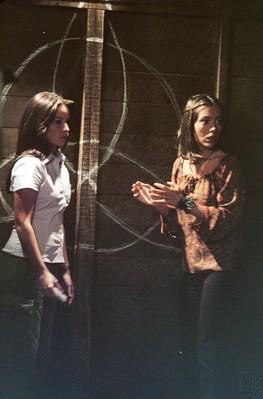 Alyssa Milano E Shannen Doherty In Una Scena Dell Episodio L Anniversario Della Serie Streghe 248201