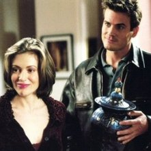 Alyssa Milano in un momento dell'episodio La maledizione dell'urna della serie Streghe
