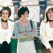 Alyssa Milano, Shannen Doherty, Holly Marie Combs in un momento dell'episodio Patto con il diavolo