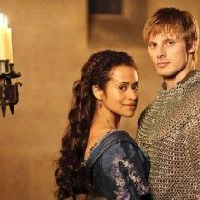Angel Coulby e Bradley James in una immagine promozionale della quinta stagione di Merlin