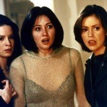 Holly Marie Combs, Alyssa Milano, Shannen Doherty nell'episodio Il furto del diadema della serie Streghe