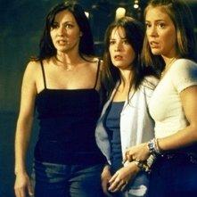 Holly Marie Combs, Alyssa Milano, Shannen Doherty nell'episodio Il quadro incantato della serie Streghe