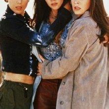 Holly Marie Combs, Alyssa Milano, Shannen Doherty nell'episodio L'angelo nero della serie Streghe