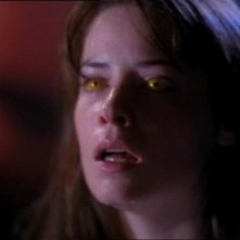 Holly Marie Combs in un momento dell'episodio Wendigo della serie Streghe