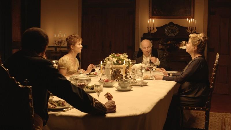 Lines Of Wellington Isabelle Huppert Michel Piccoli E Catherine Deneuve In Una Scena Conviviale Del  248266