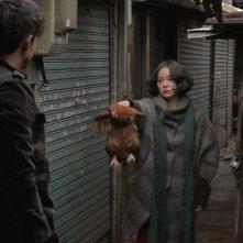Pietà: Jo Min-su regala una gallina a Lee Jung-jin in una scena del film