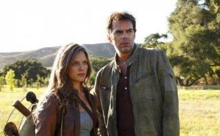 Revolution: Tracy Spiridakos e Billy Burke in una delle prime immagini della serie