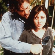 Shannen Doherty in una scena dell'episodio Il fantasma assassino della serie Streghe