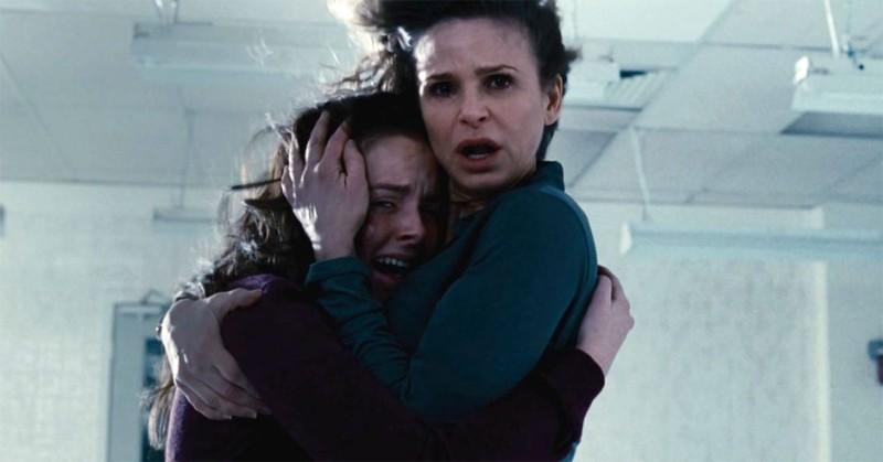 The Possession Natasha Calis E Kyra Sedgwick In Una Scena Del Film 248250