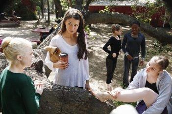 Bunheads: Bailey Buntain, Sutton Foster, Matisse Love e Kaitlyn Jenkins nell'episodio Inherit the Wind