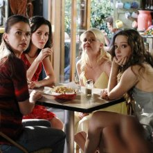 Bunheads: Sutton Foster, Julia Goldani Telles, Bailey Buntain ed Emma Dumont nell'episodio Money for Nothing