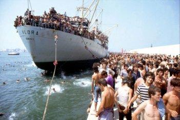 La nave dolce: lo sbarco della nave Vlora in una scena del documentario