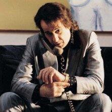 Toni Servillo al telefono ne L'uomo in più